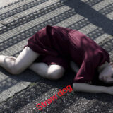 鳴り響く、写真家・丸谷嘉長の純粋なメッセージ『Straw dog』(モデル・宮原華音)